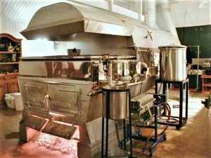 Equipo producir jarabe maple: evaporador antiguo