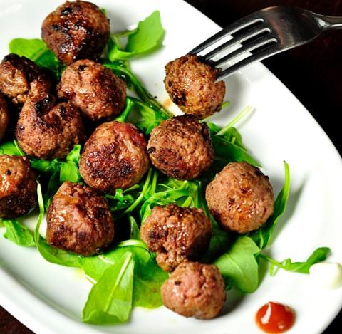 Albóndigas de carne de cerdo de maple y jengibre