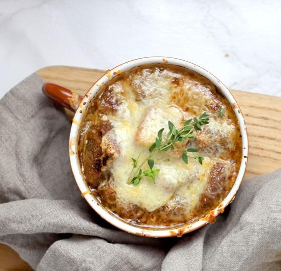 Sopa de cebolla al porto y maple