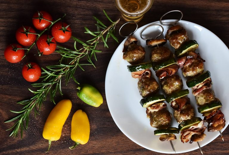 Brochetas de escalopas de ternera al maple