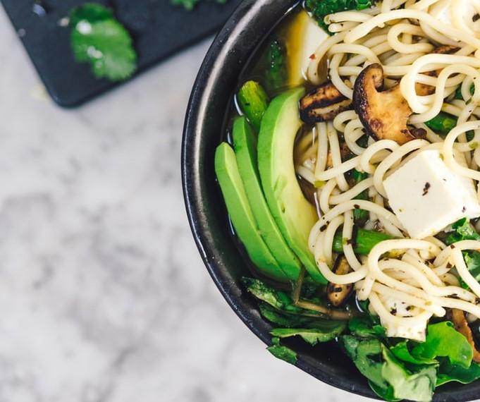 Fideos de tofu, vegetales y maple